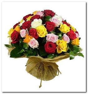 Букет микс кустовая роза в упаковке