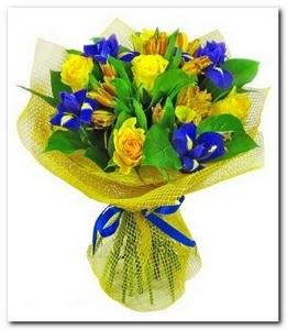 Букет с ирисами, тюльпанами и альстромерией