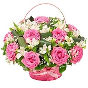 Компазиция в корзине с розой и альстромерией
