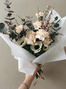 Букет микс с анемонами и розами