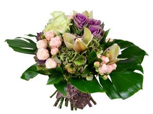 букет из кустовой розы и орхидеи +зелень