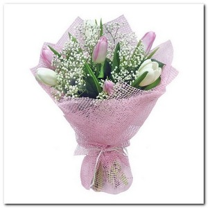 букет из розовых и белых тюльпанов