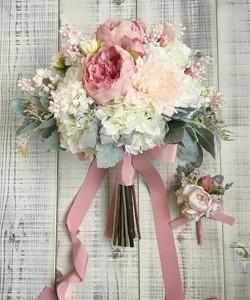 Букет из пионовидной розы, гартензии и зелени