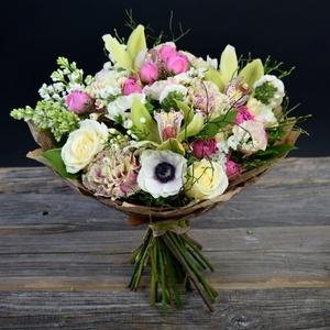 Букет микс-цымбидиум, роза, гвоздика, лилия
