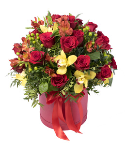 Композиция в коробке-красные розы одиночные,орхидея желтая и зелень