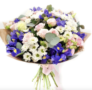 Букет с ирисами, розами и хризантемами